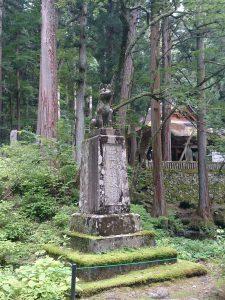 霊犬早太郎の碑